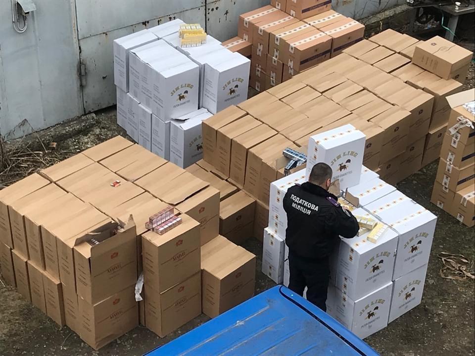 Суд оштрафовал жителя Черновицкой области за распространение контрафактных сигарет