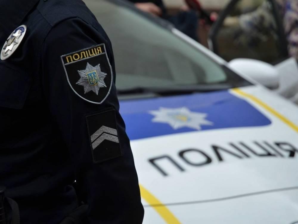 В Запорожье двое местных жителей избили полицейского за замечание