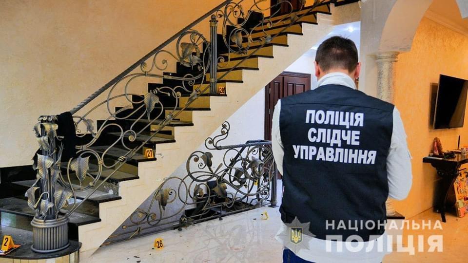 В Черновицкой области мужчина при попытке побега с места преступления отстреливался от полицейских