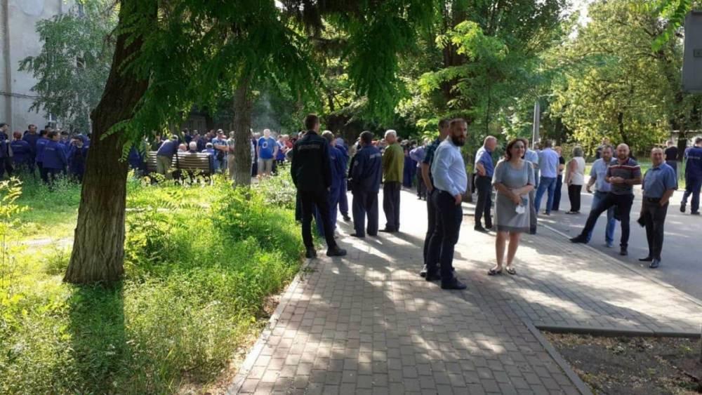 Рабочие завода «Электротяжмаш» устроили забастовку из-за задержек по выплате зарплат