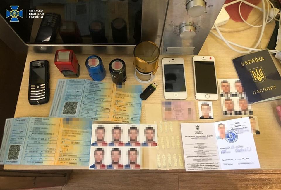 Ранее судимый житель Киева организовал схему незаконной легализации иностранцев, находящихся в международном розыске
