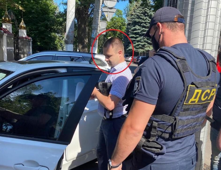 Военный прокурор, задержанный за взятку в Одессе, активно скупал крупные участки земли