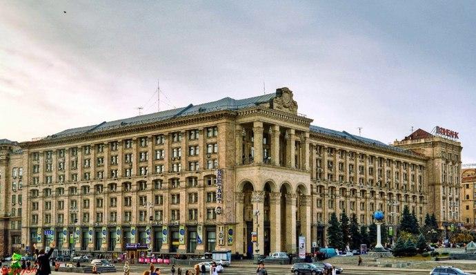 «Укрпошта» хочет продать главный офис на Крещатике за миллиард гривен