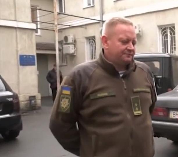 Начальнику квартирно-эксплуатационного отдела Одессы вручили подозрение за отсутствие жены в декларации
