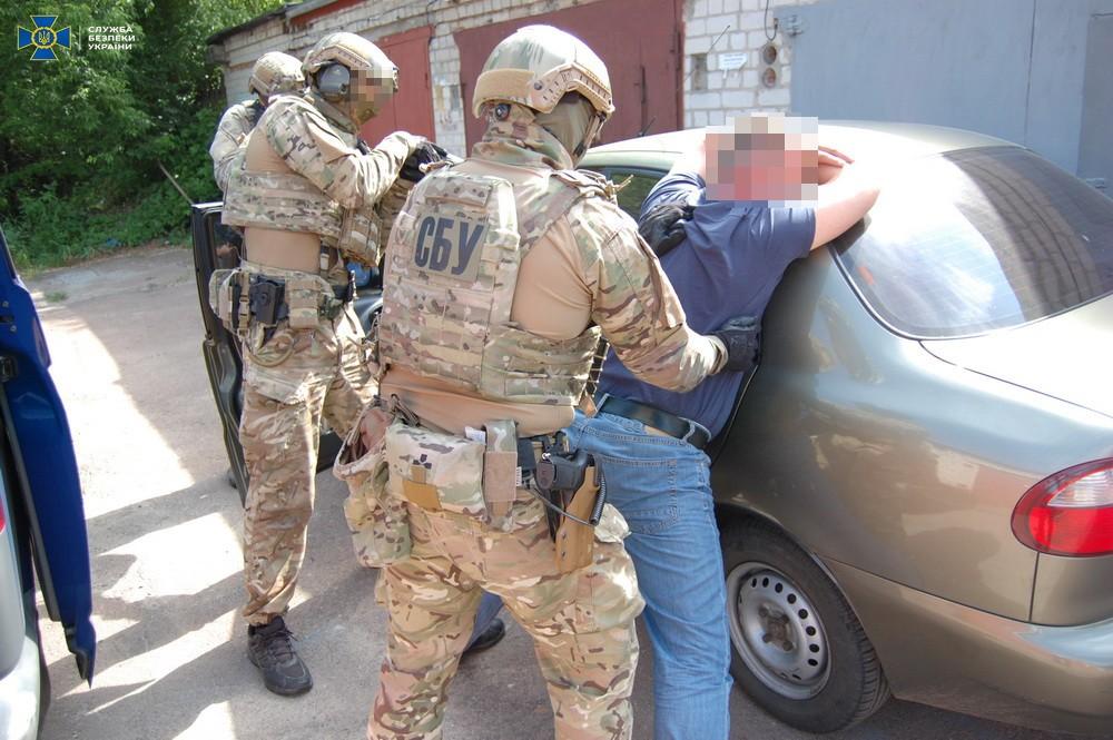 В Черниговской области экс-военный продавал оружие и боевые гранаты