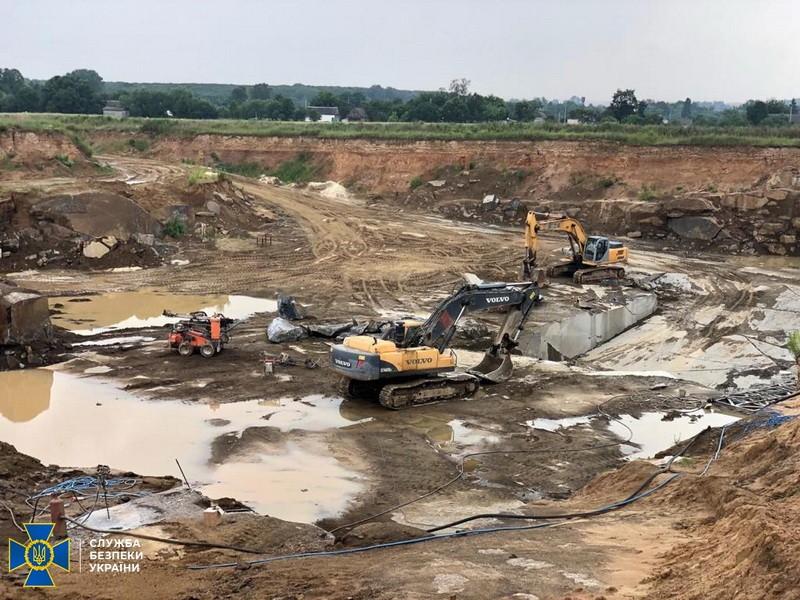 В Житомирской области пресекли незаконную добычу и обработку гранита