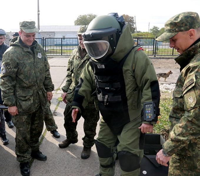 НАБУ расследует закупку полицией взрывотехнических костюмов