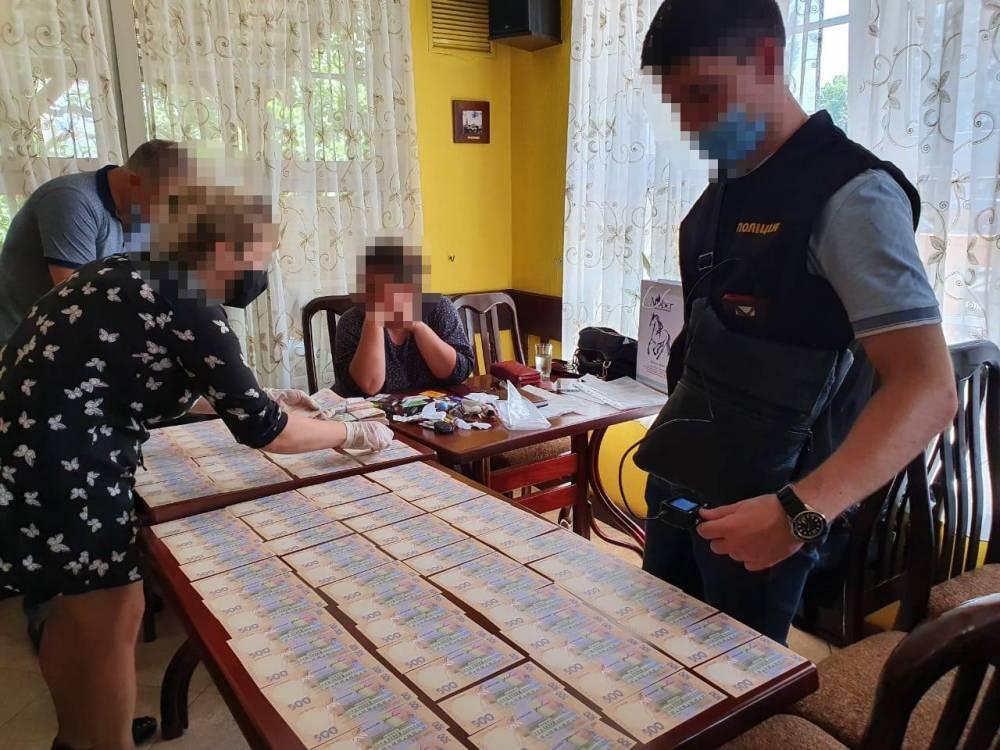 В Киеве на взятке задержали посредника из АМКУ