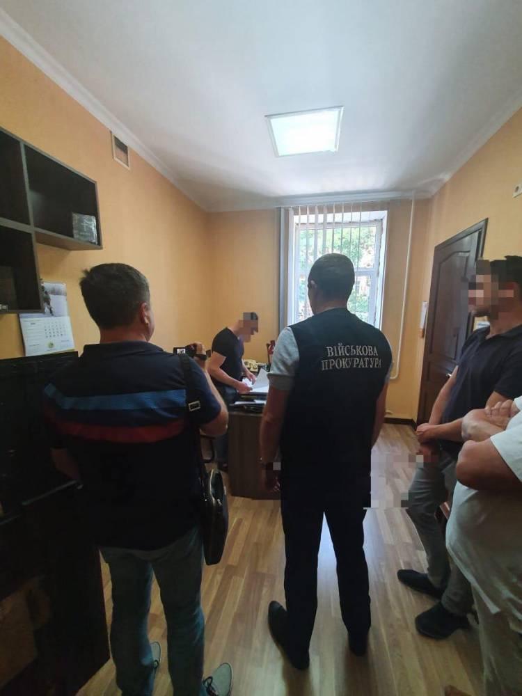 В Одессе подполковник СБУ вымогал 250 тысяч долларов