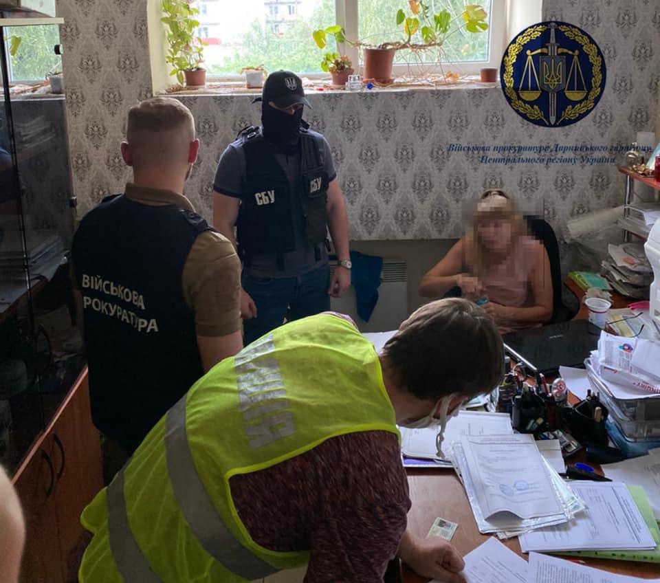 В Киевской области задержали частного землеустроителя на взятке в 30 тысяч долларов