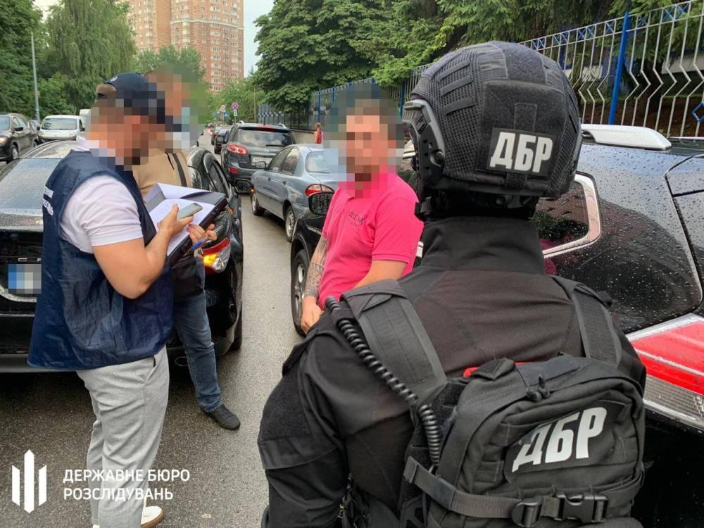 В Киеве следователь потребовал 27 тысяч гривен за возврат авто
