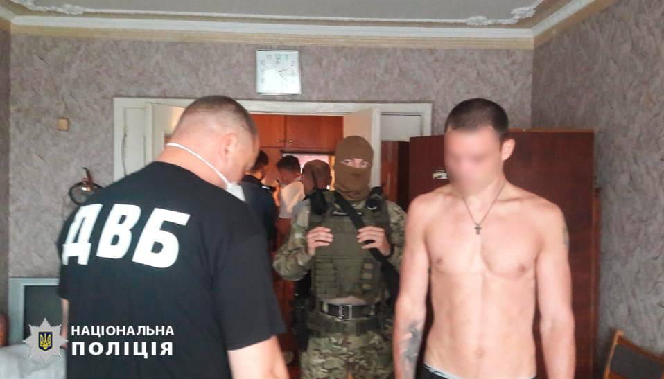 В Сумах задержали двух мужчин за нападение на полицейского и нацгвардейца