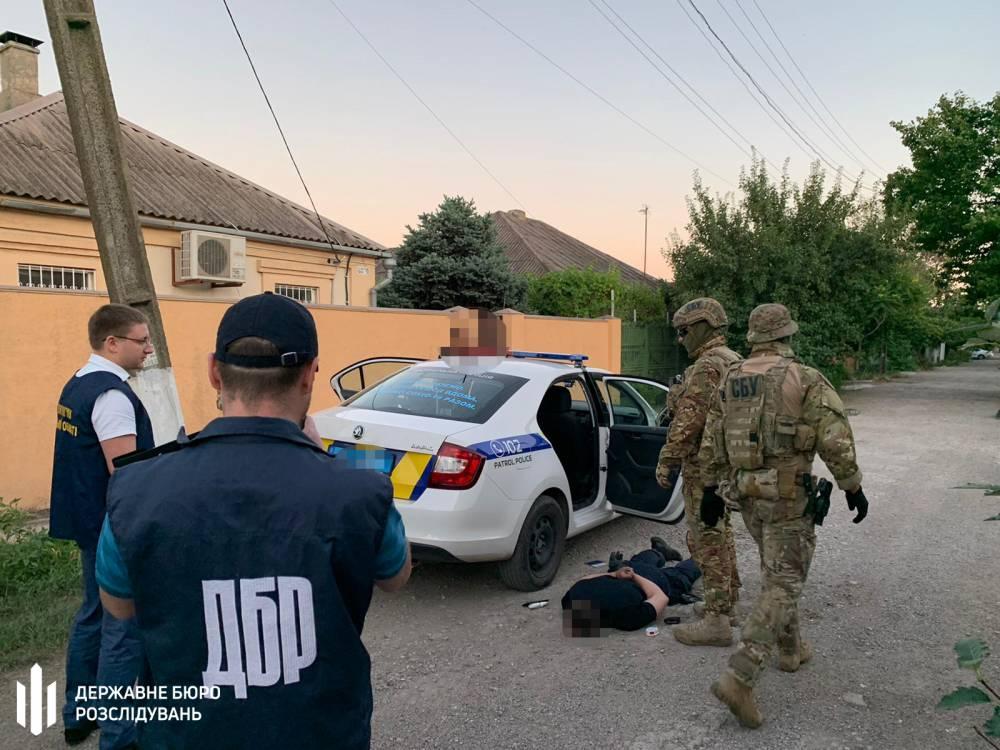 В Донецкой области четверо патрульных занимались продажей наркотиков