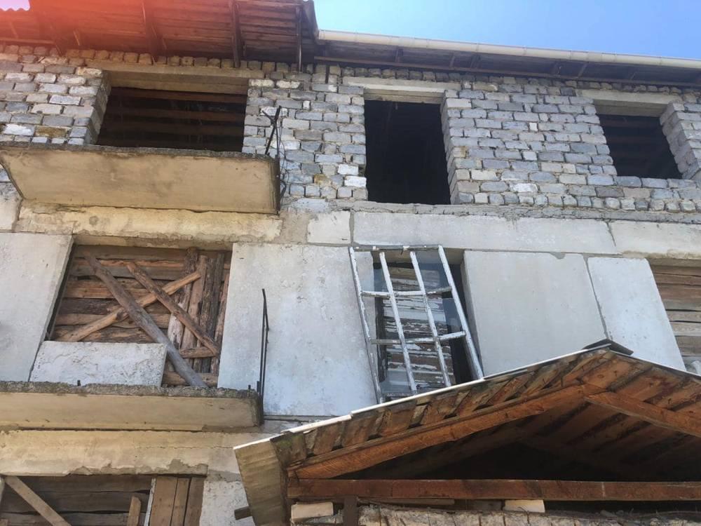 Глава Луганской области купил дом для переселенцев в семь раз дороже его реальной цены