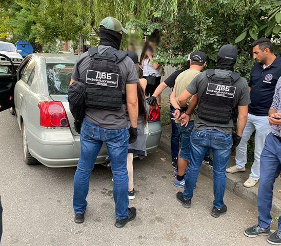 Одесские полицейские задержали мужчину, разыскиваемого за финансовые махинации