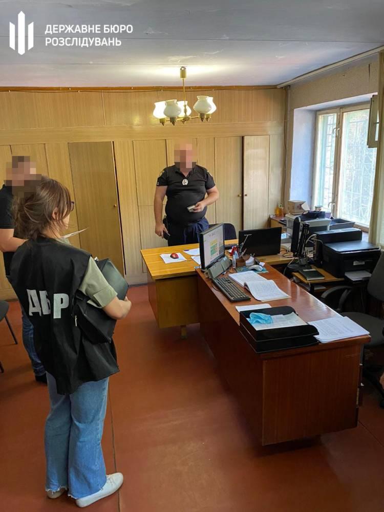 В Кривом Роге полицейский вымогал у школьника 10 тысяч гривен