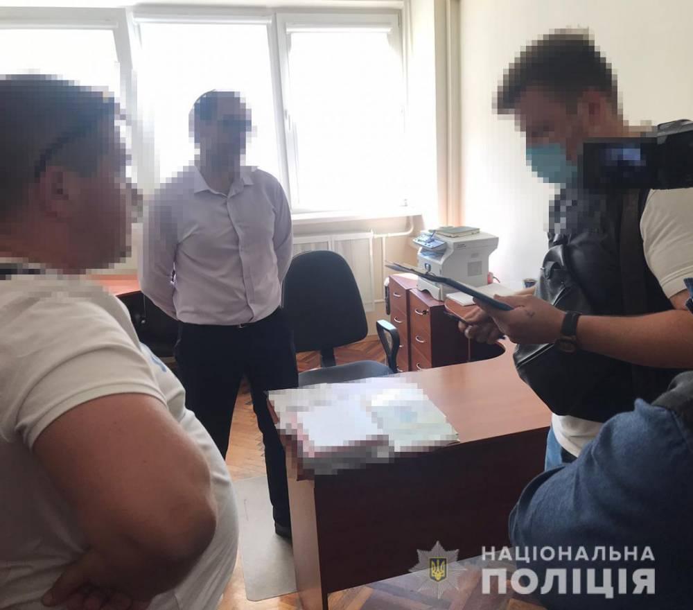 В Киеве на взятке поймали одного из руководителей государственного геммологического центра