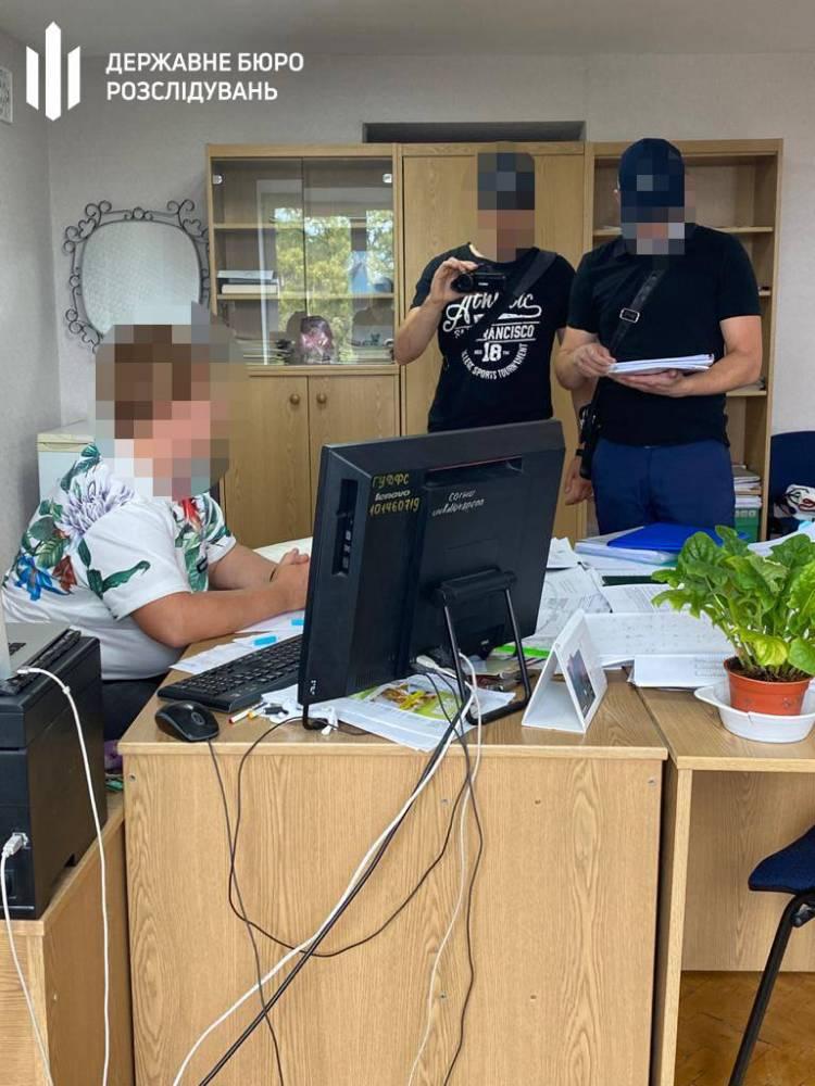 В Славянске на взятке задержали начальника местной налоговой