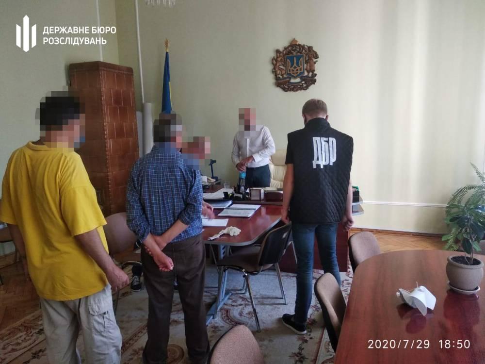 Чиновника Черновицкой ОГА задержали за вымогательство «отката» за победу в тендере