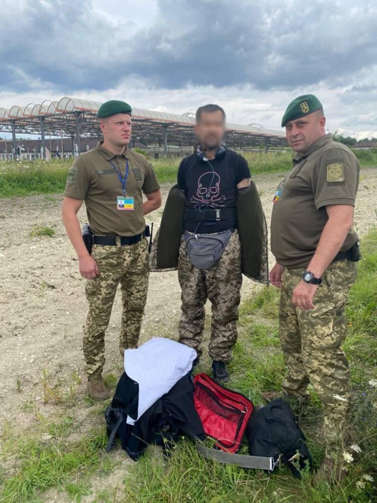 В Раве-Русской иностранец пытался пройти границу в камуфляже пограничника