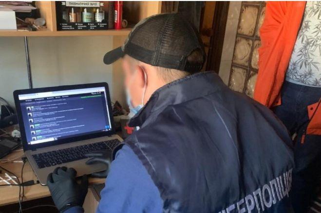 В Виннице разоблачили мошенника, продававшего персональные данные украинцев