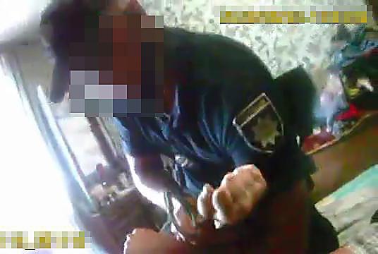 В Кременчуге патрульный сломал руку мужчине, который отказывался от госпитализации