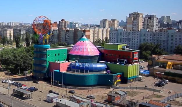 Киевский суд сорвал аукционый по продаже торгового центра