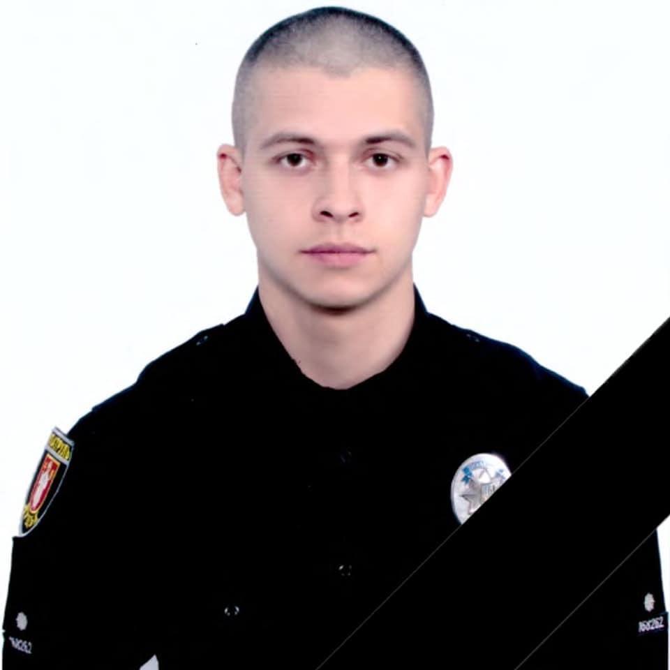 В Луцке умер патрульный, въехавший в электроопору на служебном автомобиле