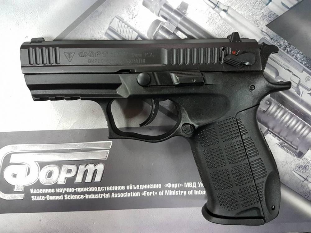 «Укрпочта» закупила более 400 пистолетов на 3 млн гривен