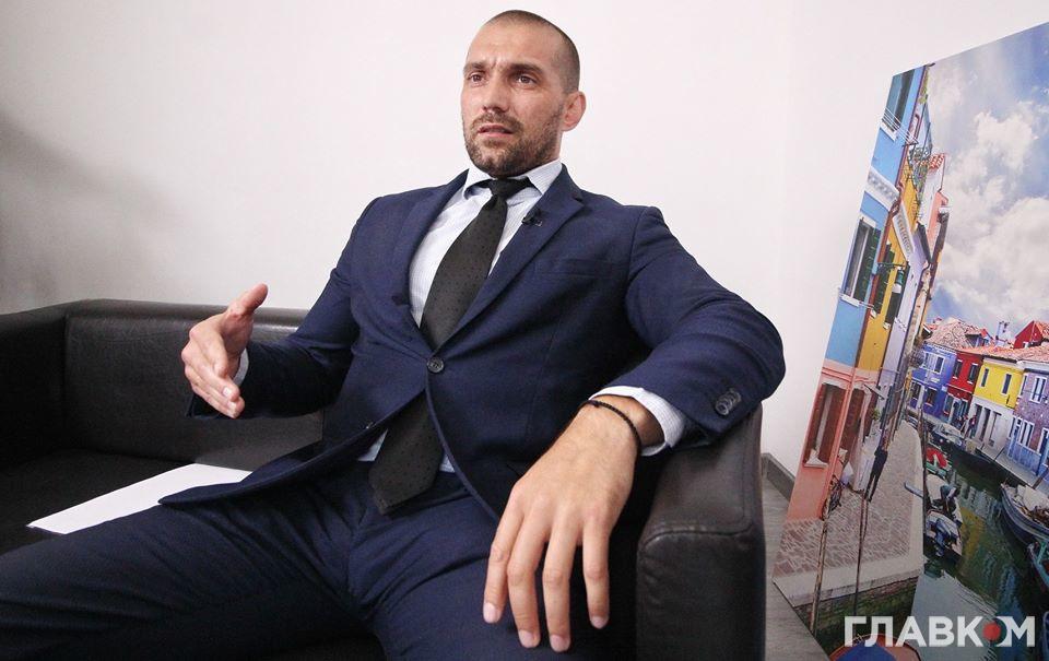 Следователь ГБР, заявивший о давлении по делам Порошенко, скрыл дорогую недвижимость семьи