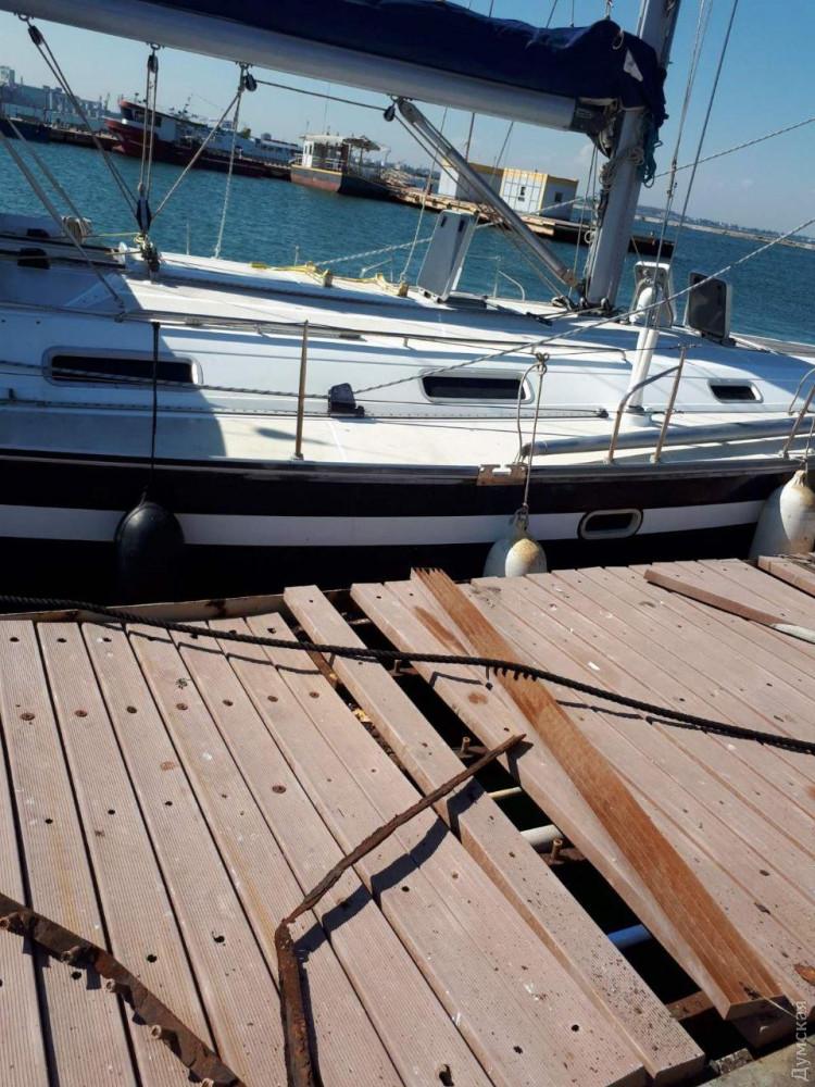 В Одессе капитан катера Морской поисково-спасательной службы повредил частную яхту