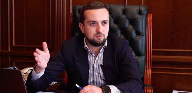 Замглавы Офиса президента, зарабатывая миллионы гривен, обратился за материальной помощью