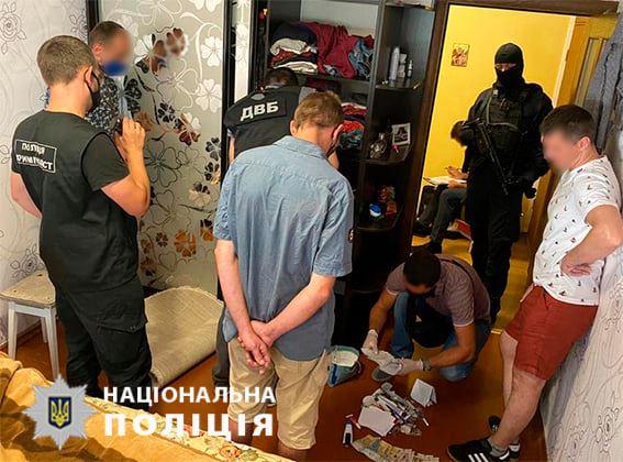 В Житомирской области врач организовал группу наркодиллеров