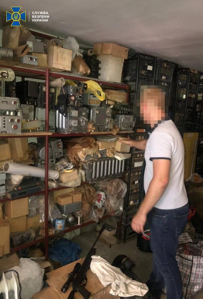 В Киевской области участники преступной группы продавали иностранцам комплектующие к боевым вертолетам