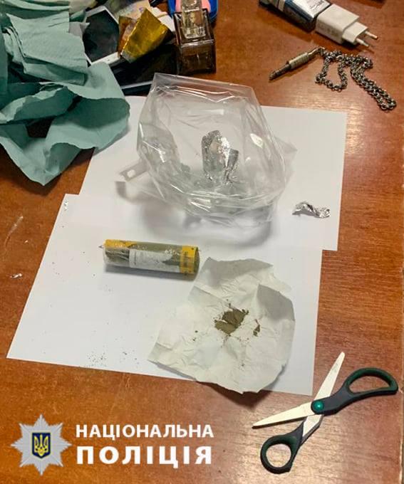Во Львове на сбыте наркотиков попался инспектор колонии