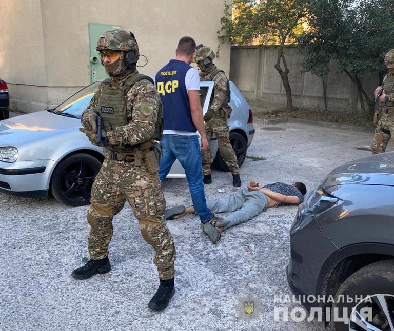 В Харькове бандиты терроризировали предпринимателей, угрожая убийством детей