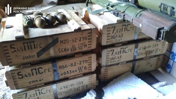 Работник Службы внешней разведки и экс-пограничник вывозили оружие из ООС