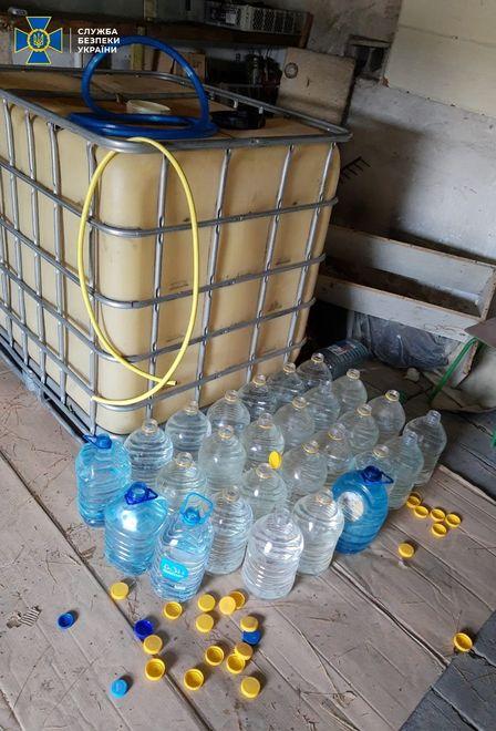 В Горском работник ГСЧС организовал подпольный алкогольный цех