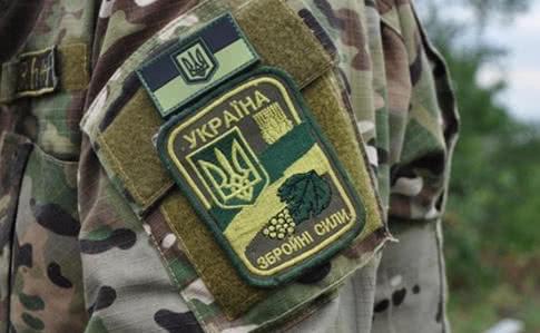 В зоне ООС из-за неосторожного обращения с оружием погиб военный