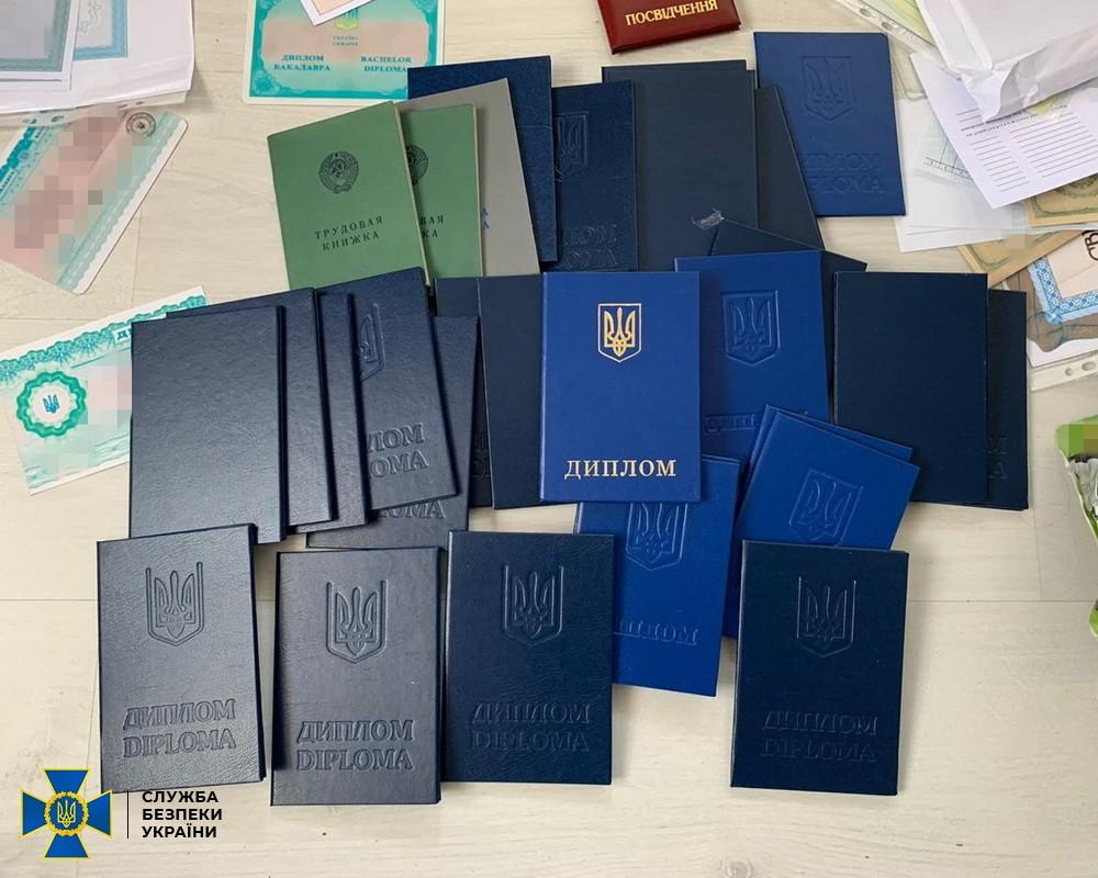 В Киеве задержали организаторов масштабного канала нелегальной миграции иностранцев в ЕС