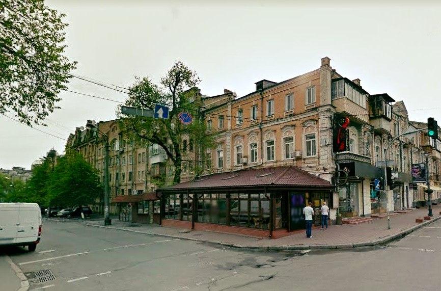 Ресторатору вручили подозрение за самовольное занятие земли в исторической части Киева