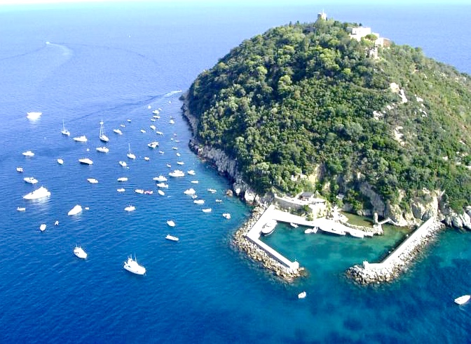 Сын экс-владельца «Мотор Сич» Богуслаева купил остров в Италии за 10 млн евро