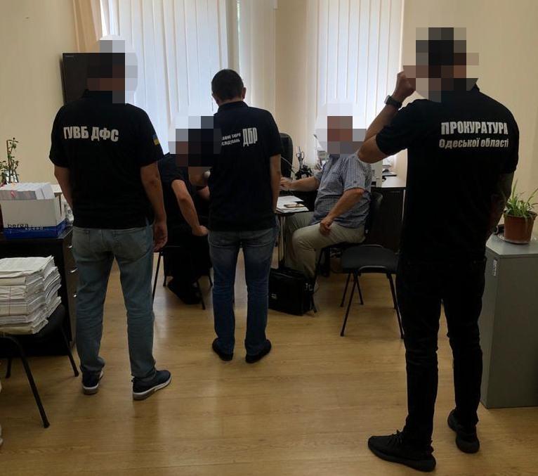 Халатность одесского таможенника привела к убыткам на более 270 тысяч гривен
