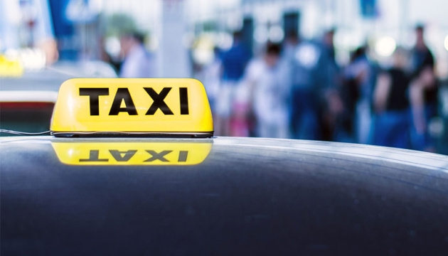 Мининфраструктуры предлагает ввести патенты для таксистов
