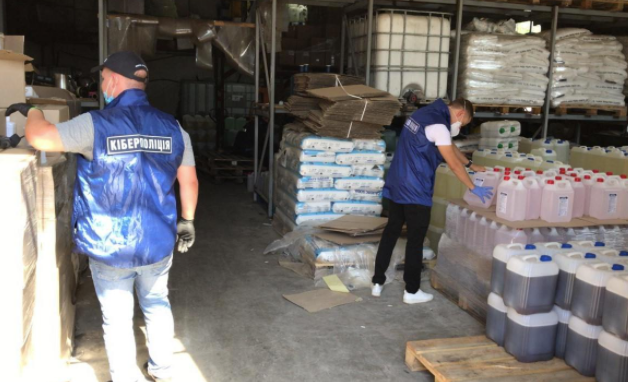В Киеве выявили подпольное производство моющих средств из соляной кислоты