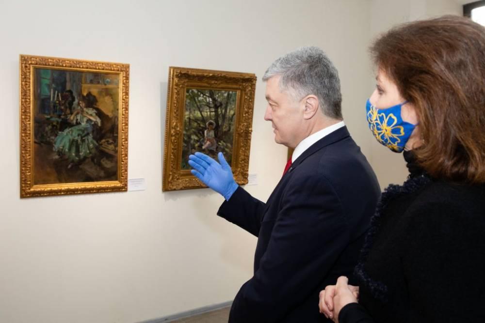 Столичный суд отменил арест коллекции картин Порошенко