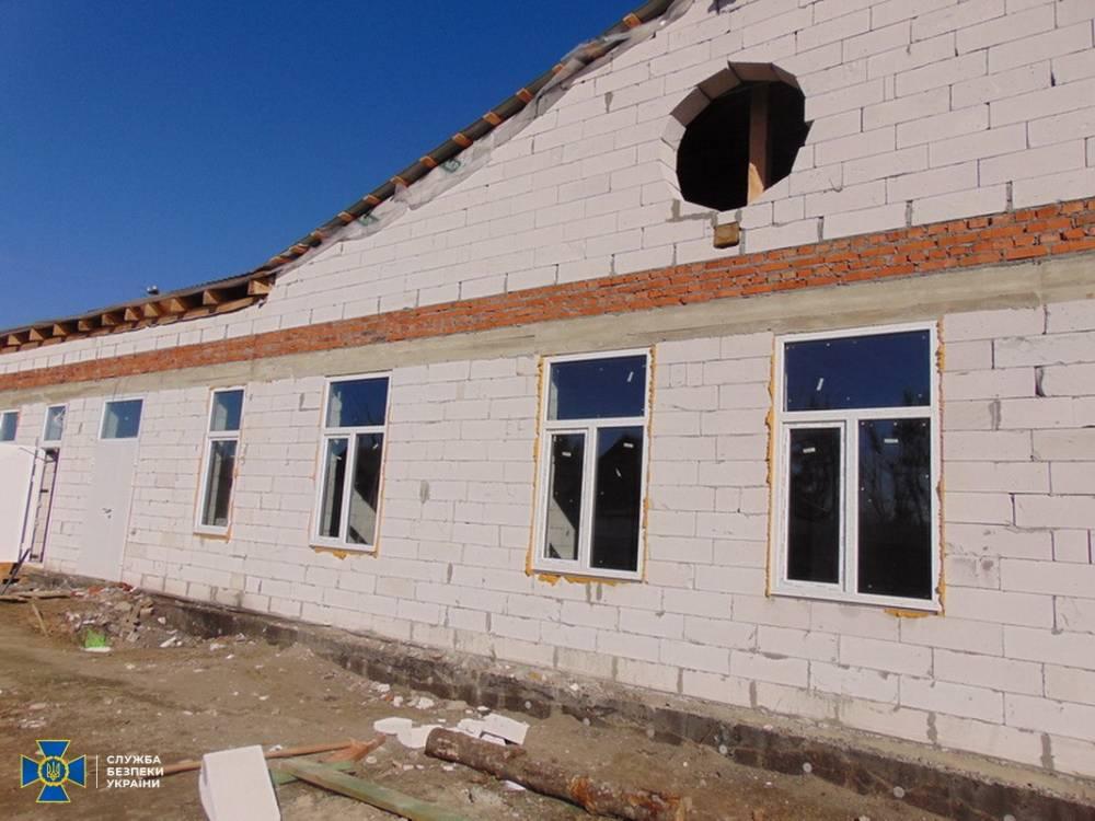 Частную фирму-подрядчика подозревают в хищении средств при строительстве амбулатории в Житомирской области