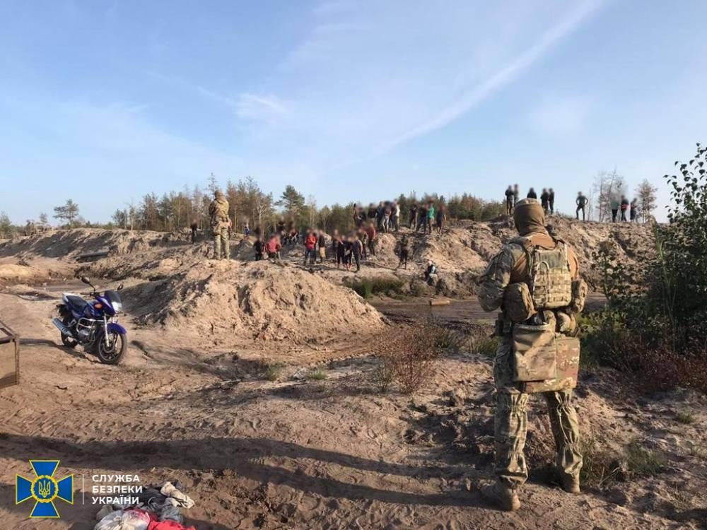 На территории Дубровицкого лесхоза блокировали незаконную добычу янтаря
