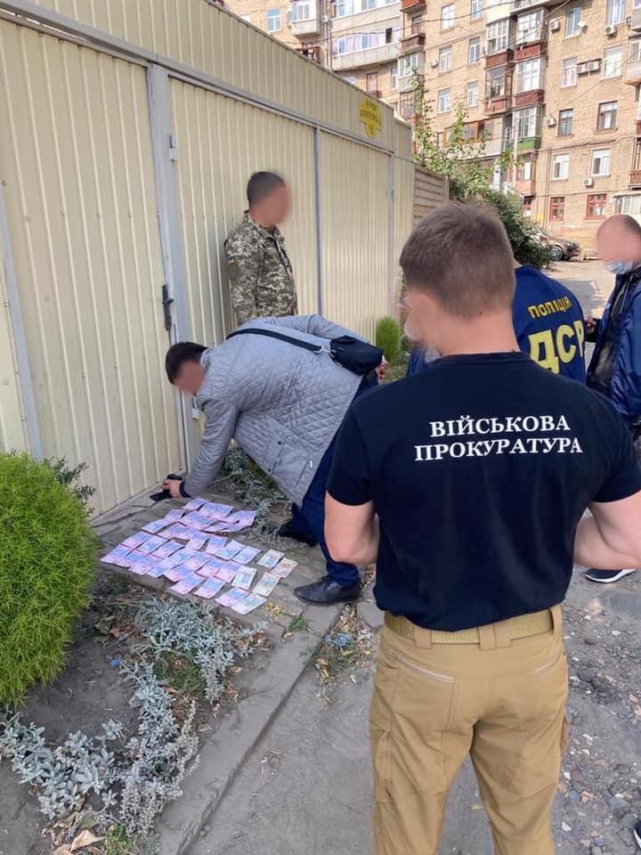 В Харьковской области на взятке задержали военкома