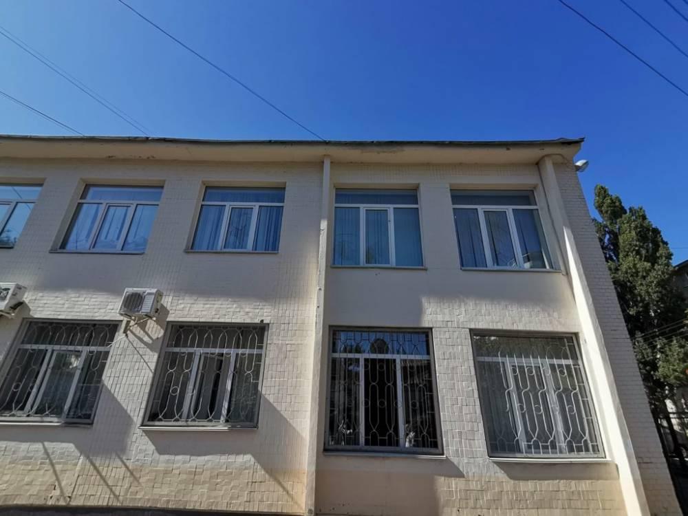 В управлении Госгеокадастра в Полтавской области неизвестные разбили окна